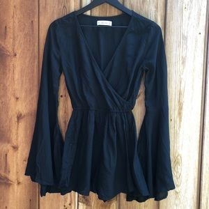 Abercrombie and Fitch| Black Romper w Wide Sleeves